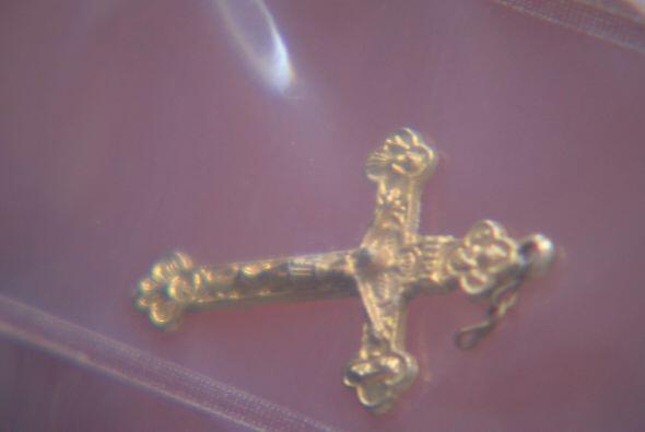 Esta cruz la tenia uno de los inmigrantes que murió en el desierto.