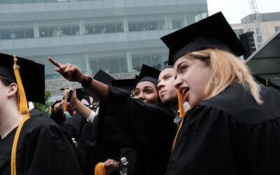 Los estudiantes deben vivir y trabajar en Nueva York después de g...