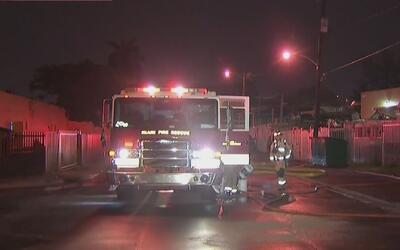 Una embarcación termina envuelta en llamas en el noroeste de Miami