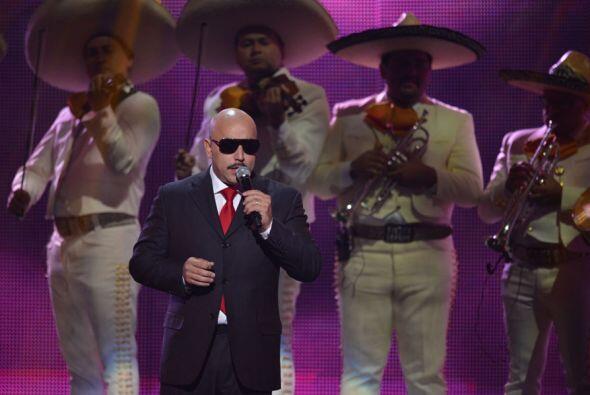 Lupillo comenzó a cantar 'Yo Te Extrañare, mismo con el que la despidió...