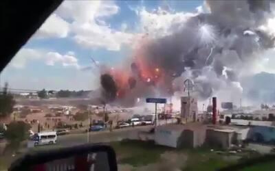 Impactantes imágenes de la explosión del mercado de pirotecnia en Tultep...