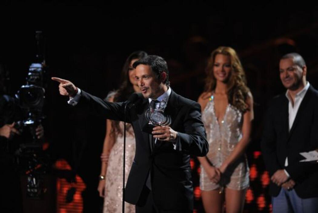 Alejandro Sanz recibió su premio y lo dedicó a sus hijos.