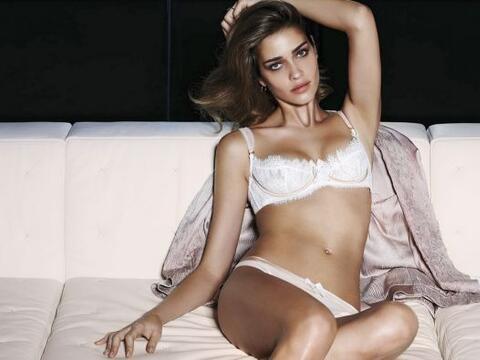Adriana Barros lenceria