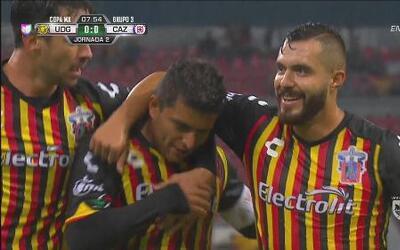 Jorge Mora aprovecha un error en la zaga de Cruz Azul y marca el 1-0 par...