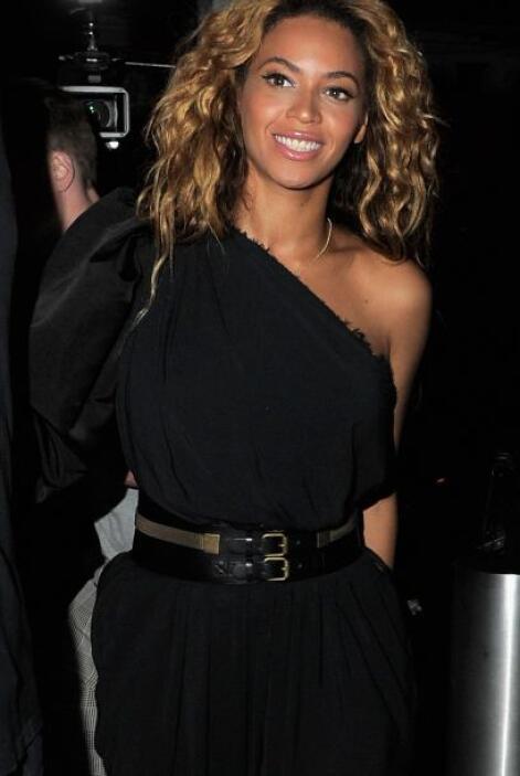 El 7 de enero de 2012, Beyoncé dio a luz a su primer hija llamada Blue I...