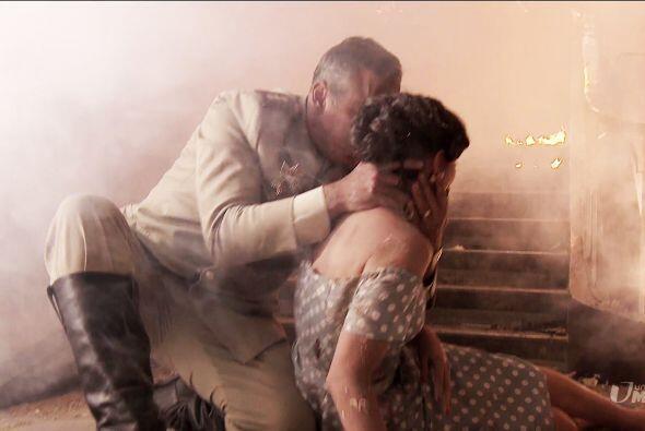 A pesar del humo y de las llamas, Trujillo la rescató junto a dos...