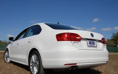 El nuevo Volkswagen Jetta 2011 fue renovado completamente por dentro y p...