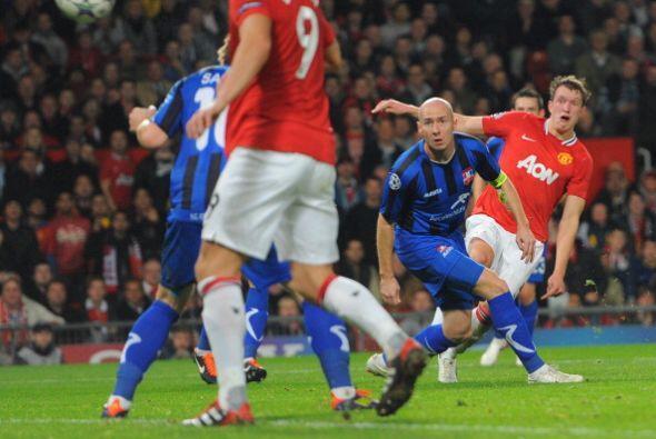 El United aprovechó el gol tempranero y marcó los tiempos.
