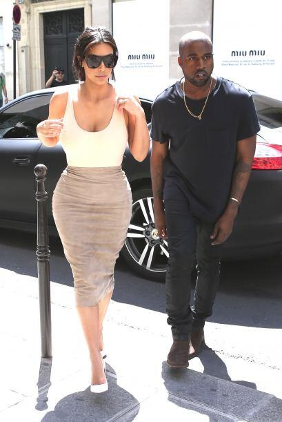 ¡A Kim se le olvidó ponerse sostén!Mira aquí...