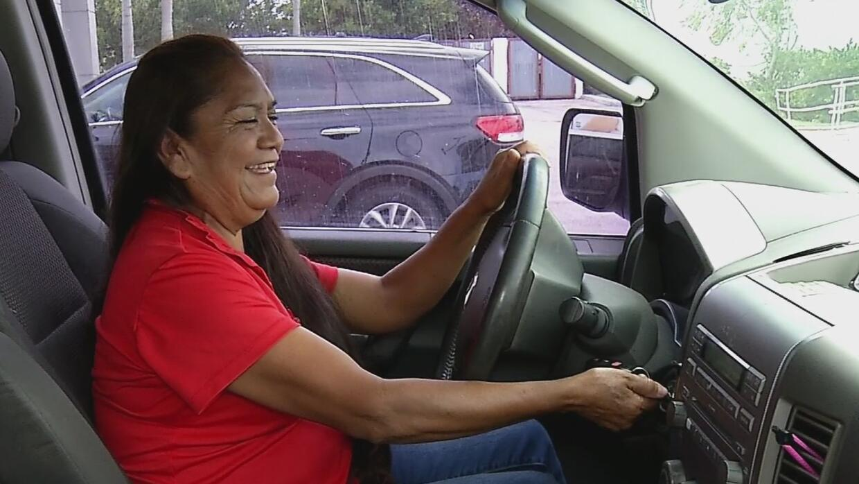 La conductora de los indocumentados, una mujer que transporta a inmigran...