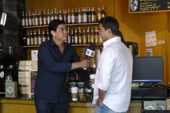 Orlando Segura aprovechó su visita a la cafetería de 'Voltea pa' que te...