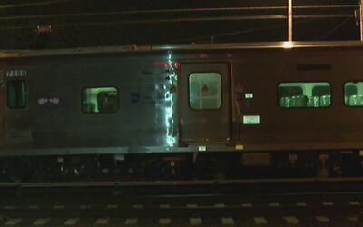 Rescatan sobre las vías del subway de Brooklyn a niño reportado como des...