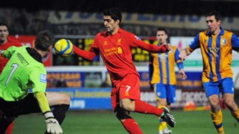 El uruguayo Luis Suárez y Daniel Sturridge dieron al Liverpool el triunf...
