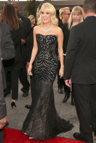 Carrie Underwood parecía toda una sirena con su creación de Roberto Cava...