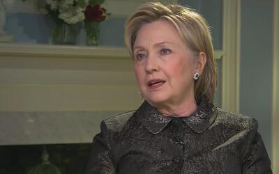 """Clinton cree que EEUU no puede correr el riesgo de tener """"una bala perdi..."""