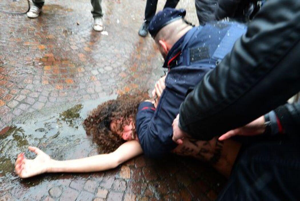 Las manifestantes se filtraron entre los numerosos periodistas y fotógra...