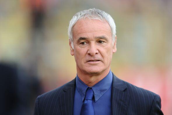 Ranieri vivió el partido con muchos nervios y no paró de dar indicaciones.