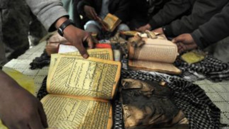 Varios ejemplares del Corán fueron quemados por soldados estadounidenses...