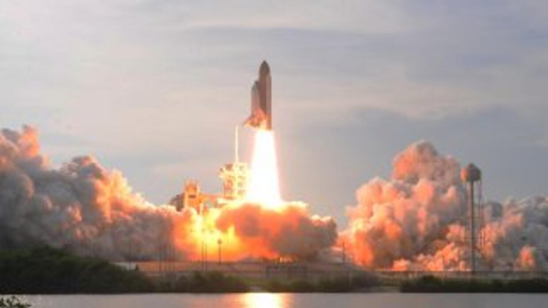 El Endeavour volará a la Estación Espacial Internacional para realizar u...