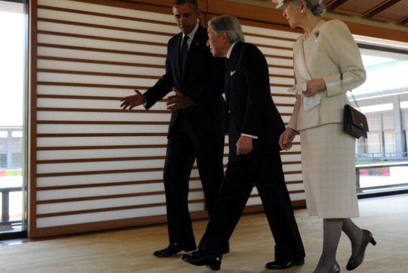 Obama con los emperadores de Japón en el Palacio Imperial.