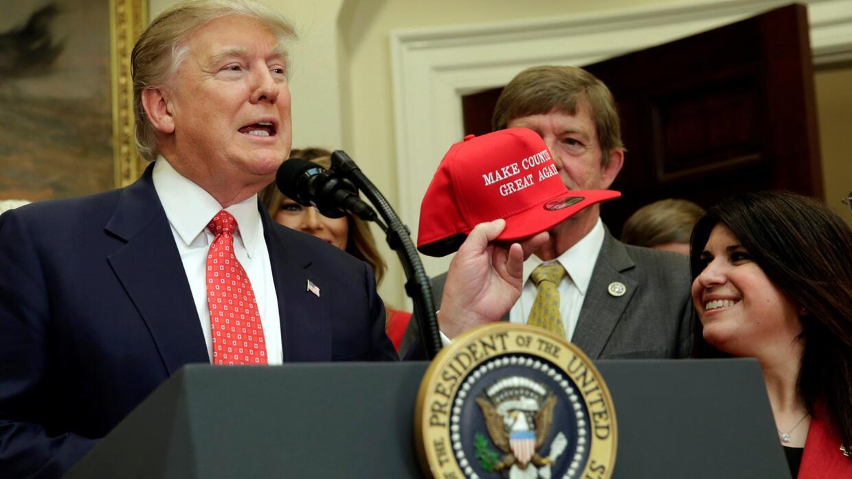 Trump estaría considerando una ley migratoria para legalizar a indocumen...