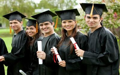 DEL HIGH SCHOOL AL COLLEGE:   Hasta el 2012, 64% de los hispanos de 25 a...