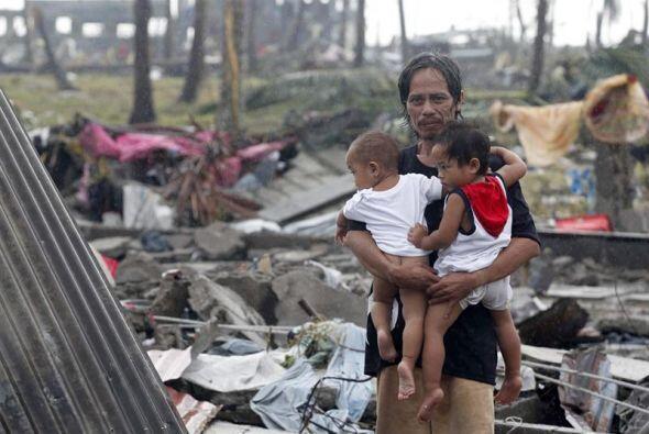 Miles de personas que sobrevivieron perdieron sus hogares y aún se encue...