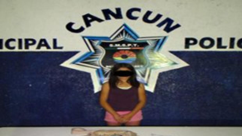 Niña de 11 años es detenida en Cancún por vender droga. Cortesía: Policí...