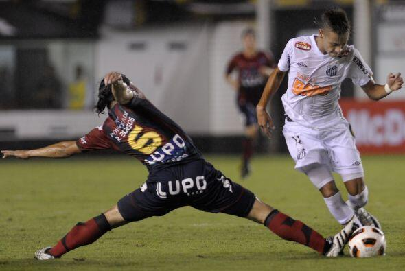 Neymar fue titular con el Santos pero no estuvo a la altura de las circu...