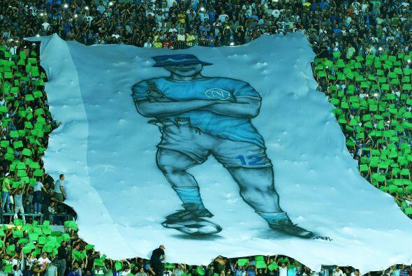El estadio San Paolo recibía a la Champions League con la visita del Bor...