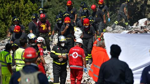 Los equipos de salvamento no han detenido operaciones, a pesar de las ré...