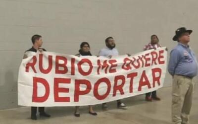 Dreamers enfrentan al senador Marco Rubio