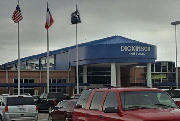La Preparatoria Dickinson recibió una amenaza en Facebook por lo que aum...
