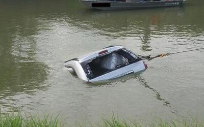 Vehículo cargado de marihuana cae a las aguas del río Bravo en el sur de...