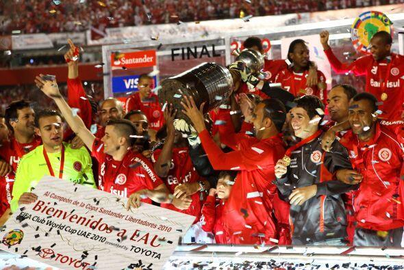 El Inter de Porto Alegre obtuvo su segundo trofeo de la Libertadores y e...