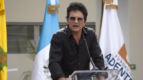 Ricardo Arjona en la inauguración de su primera escuela en Guatem...