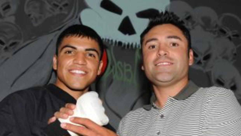 Oscar De la Hoya y Víctor Ortiz exigen una revancha a Floyd Mayweather jr.