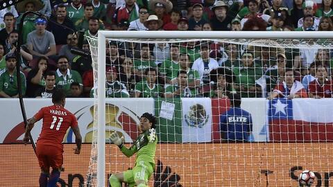 Ochoa recibe el 2-0 por parte de Chile; aún iba a recibir cinco g...