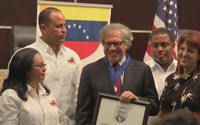 Luis Almagro es condecorado por la Alcaldía de Doral