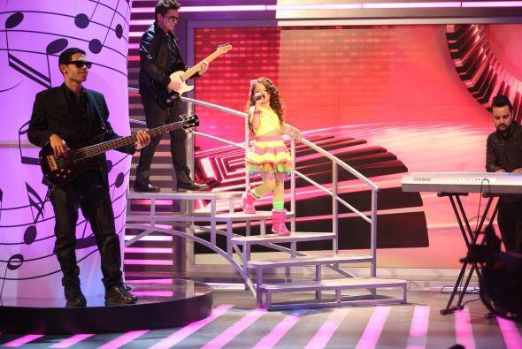 Finalmente llegó el turno de Sara, una pequeña cantante ¡con voz de grande!