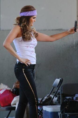 """La cantante fue captada en las filmaciones de su nuevo video musical, """"A..."""