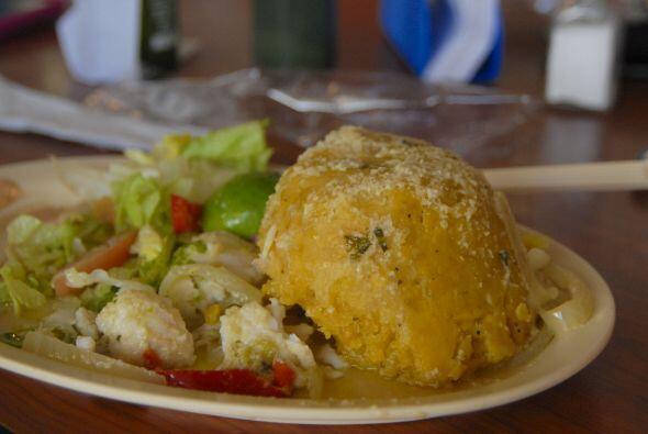 El mofongo puertorriqueño se hace machacando amarillos o yuca -o ambos-...