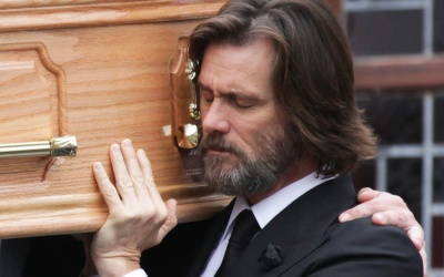 Jim Carrey en el funeral de Cathriona White