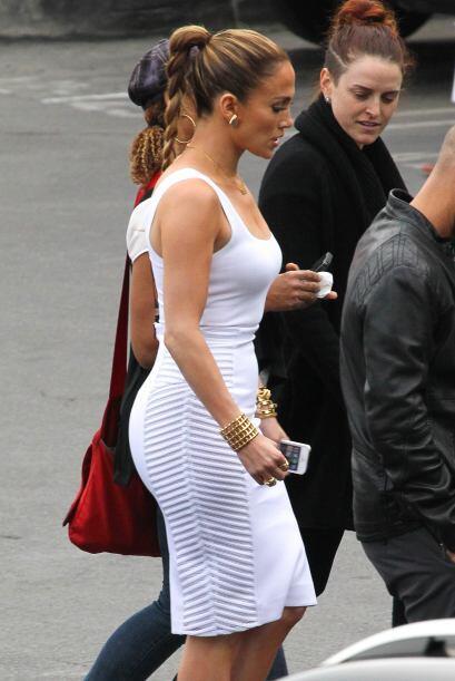 En esta ocasión vimos a la cantante enfundada en un sexy vestido blanco....