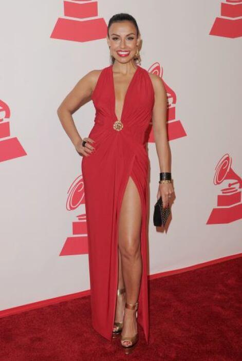 La cantante colombiana Maia enseñó mucha pierna.