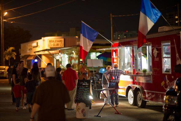 Algunos restaurantes ya establecidos han invertido en un camión y se han...