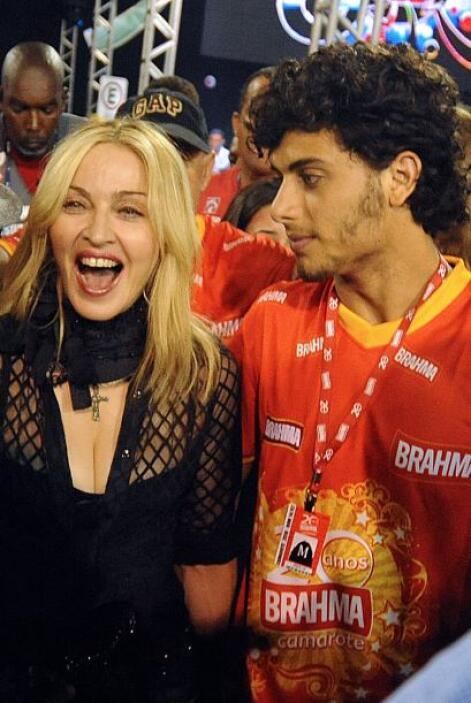"""Por supuesto, no es el único caso de Madonna saliendo con """"jovencitos""""...."""