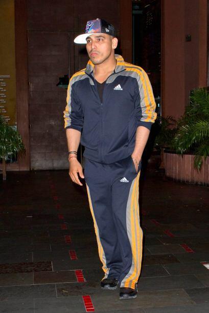 Espinoza se ha caracterizado por siempre traer un sombrero y botas.