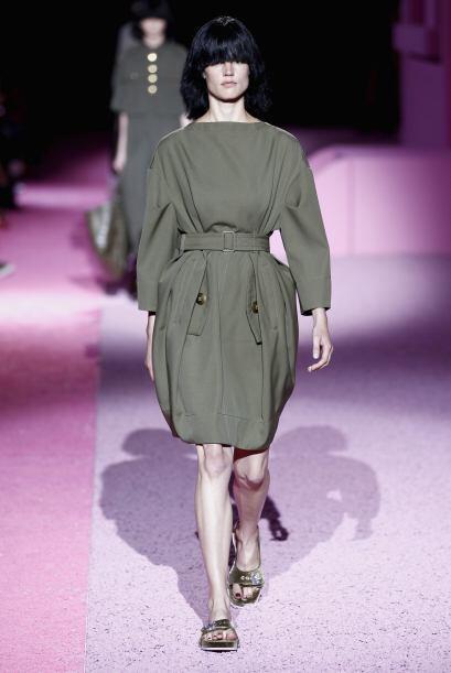 Una vez que las modelos empezaron a desfilar, la pasarela se inund&oacut...