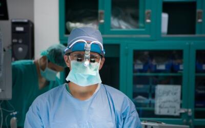 El doctor Harold Fernández exhorta a que el paciente hispano se i...